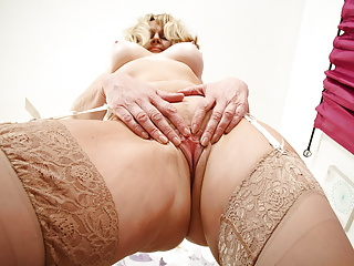 British gilf ila jane shows you holes...