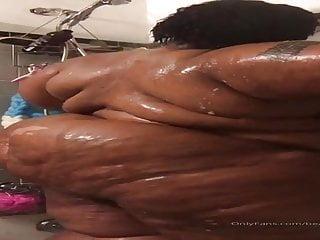Fat ig model shower...