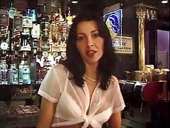 Laura Black Anal au Bar