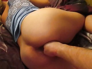 Fisting and slapping her pussy