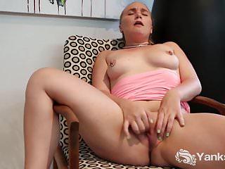 Yanks Blonde Kim Cums Deep Dildo Thrusts