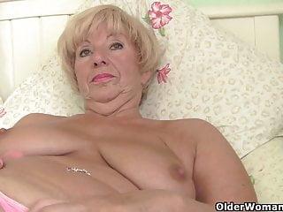 Le nonne britanniche espongono le loro leccabili fannie