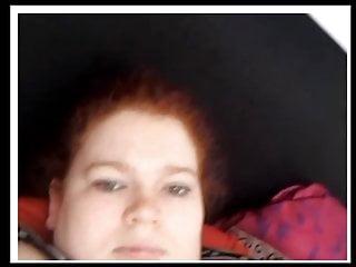 Rothaarige dicke Wixt sich vor der Webcam auf Chatrad