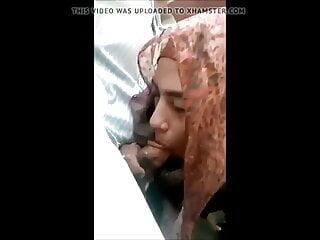 Muslim hijab girl sucking, bj
