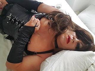 red lipstick orgasm slutty shemale