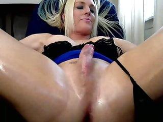 hot blondy chick wanking