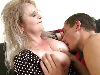 Storia familiare tabù con mamma matura e ragazzo
