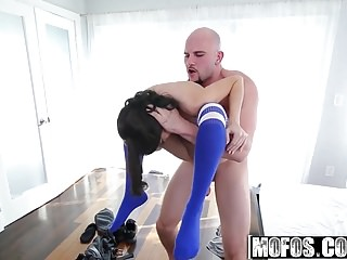 Dont Break Me - Kira Adams - X-tra Small Spinner Gets a Faci