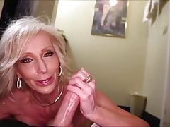 very hot gilf making a guy cum with her handsPorn Videos