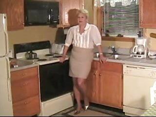 tetyu-na-kuhne-v-zhopu-porno-podborka-konchayut-vnutr