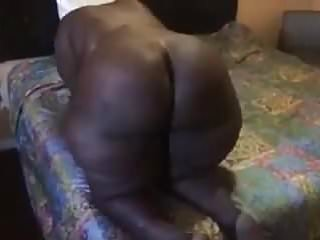 Mature shaking that ass...