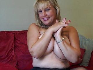 Madre tettona matura con un corpo perfetto