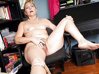 her pleasures Justine hairy pussy gilf American