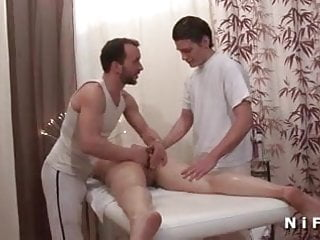 Amateur mature double penetrated in a massage room...
