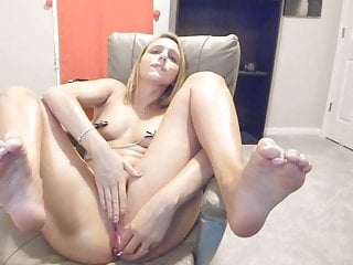 Hot camshow sexy girl with nipple clamps wants to cum so bad