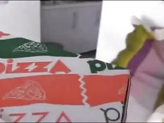 Pizzabote mit Arschfick bezahlt