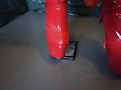 Lady l crush con sexy stivali rossi estremi sony mp4.