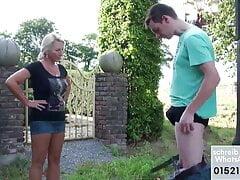 Stiefmutter erwischt Stief-Sohn beim wichsen und Ficken