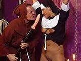 BDSM Nonne