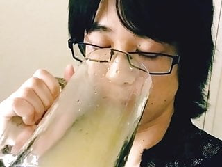Sissy drinking her piss...