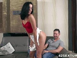Flaca Con Falda Blanca Reclama Follar - Anainda