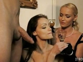 Kathia Nobili with Sophie Lynx in threesomes and DP