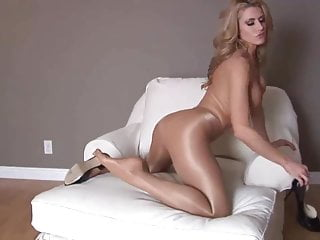 Hot girl masturbating her pussy in pantyhose
