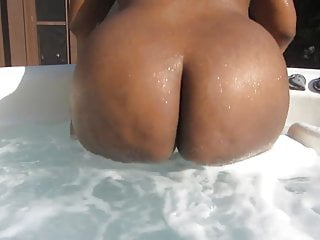 Booty Water Poppin