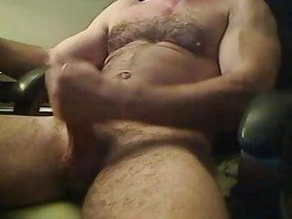 Hot muscled bear hunk...