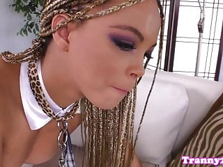 from rhianna chick a blowjob gets Ts beauty