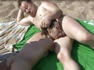 Sucking and fingering mmf threesome...