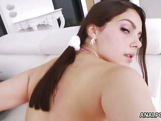 Valentina Nappi si fa scopare il culo grosso
