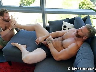 Foot fetish hunk jerking off his big cock while toe licked