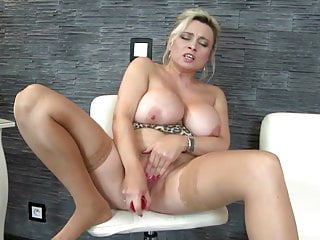 Mamme mature più sexy con buchi assetati