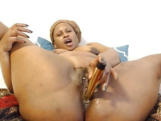 Afro mother with big round booty fucking wet creamy cunt