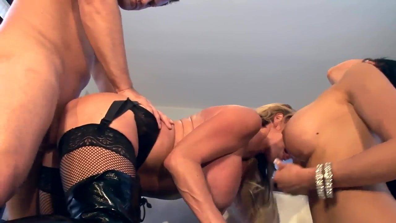 Big Tit Squirt Threesome