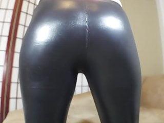 Farting latex black in shiny leggings
