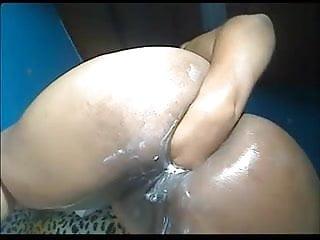 Chubby columbian squirting...