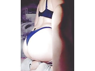 student showed a juicy ass