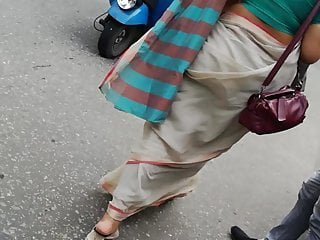 Sri Lankan office lady in Saree