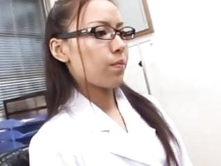 sexy doctor making a blowjob-sexy doctora haciendo una mamda