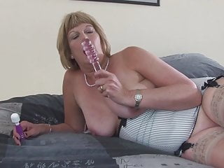 Nonna sporca con vagina assetata bagnata