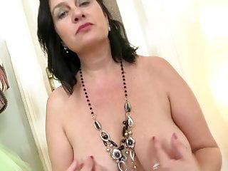 Fantastica mamma vera con un corpo sexy e una vagina assetata