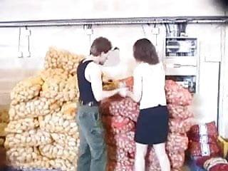 French une petite gangbang au milieu des patates...