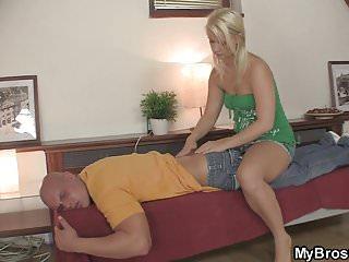 porno a masáž Abby a Brittany fajčenie