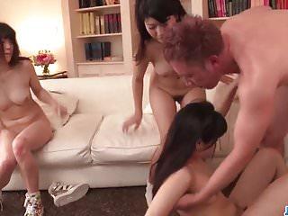 絢山Har香在家中令人驚嘆的裸體和團體性交更多
