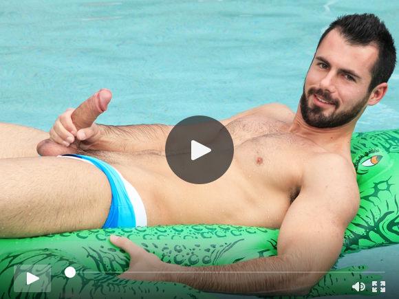 Brock Cooper a bordo piscina