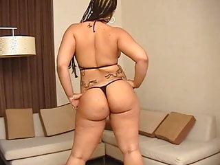Strippoer Leila