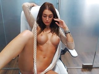 Beautiful on her cam studio showing her body...