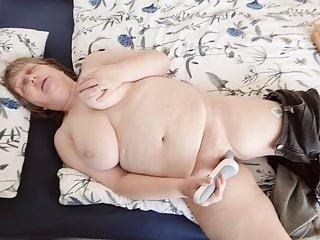 Wer will bei Mutti an die Titten ?